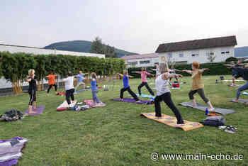 Singing Yoga« in Miltenberg mit Komponist Loy Wesselburg - Main-Echo