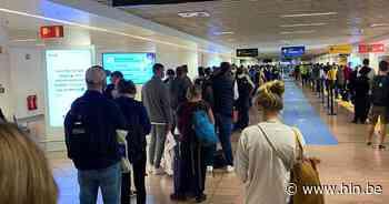 Enorm lange files in Brussels Airport door probleem bij paspoortcontrole - Het Laatste Nieuws
