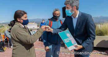 Ciudad: entregaron escrituras a familias de los barrios La Favorita y San Martín - Sitio Andino