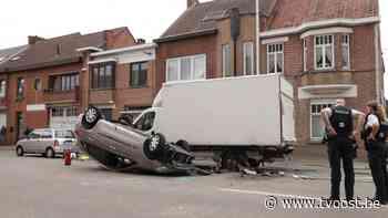 Zele: Dronken vrouw knalt tegen geparkeerde bestelwagen aan - TV Oost