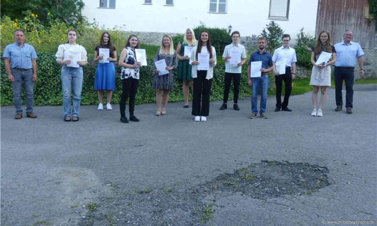 Zandt ehrt Einser-Absolventen - Region Cham - Nachrichten - Mittelbayerische