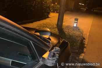 Vandalen trekken spoor van vernieling en viseren autospiegels en... kerkramen