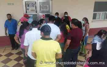 Protestan trabajadores del Ayuntamiento de Comalcalco por despido injustificado - El Heraldo de Tabasco
