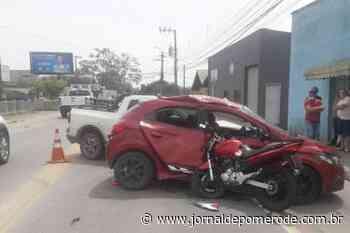 Jovem fica gravemente ferido após acidente entre carro e moto, em Gaspar - Jornal de Pomerode