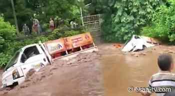 Empleado insensato de Gas propano trata de cruzar quebrada en Chirilagua y termina con el vehículo rio abajo. - asap-tv.com
