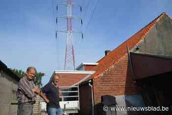 Bewoners met hoogspanning pal boven dak en mast naast gevel zijn blij dat Elia lijn na zestig jaar afbreekt