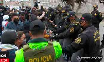 Manifestantes protestan en exteriores de la morgue del Callao exigiendo ver el cuerpo de Abimael Guzmán - ATV.pe