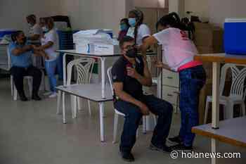 El Gobierno venezolano instala 39 puntos de vacunación para el sector universitario - Hola News