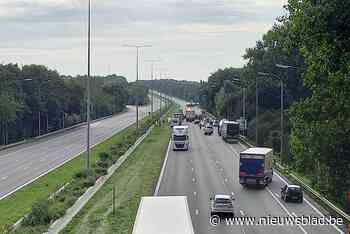 "Brusselse ring versperd na ongeval met tankwagen met gevaarlijke stoffen: ""Houd ramen toe"""