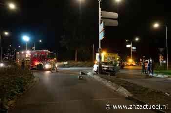 Automobilist botst tegen paal in Zwijndrecht - ZHZActueel