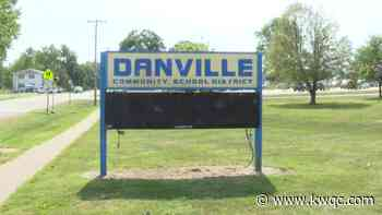 School District in Danville addresses student depicted in racially insensitive photograph - KWQC-TV6