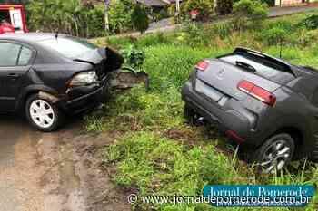 Colisão entre dois carros é registrada próximo à Kyly - Jornal de Pomerode