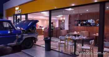 Villa Mercedes: se le escapó la camioneta y causó destrozos - Vía País