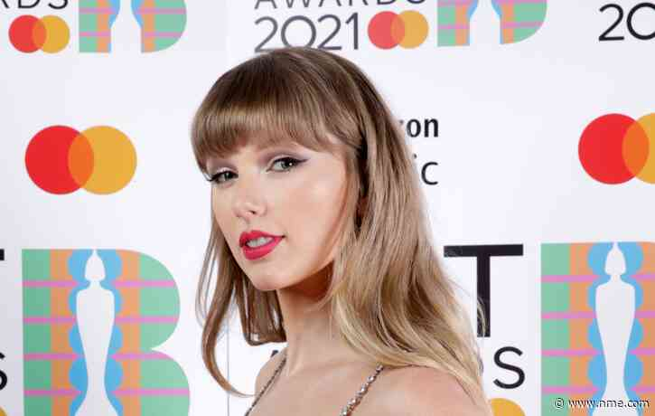 Taylor Swift watches young singer-songwriter's set at Belfast bar