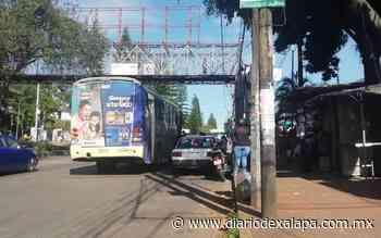 Piden retirar a taxistas que hacen sitio en avenida Lázaro Cárdenas - Diario de Xalapa