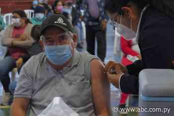 Más adultos que jóvenes se acercan a vacunar en Villarrica - ABC Color