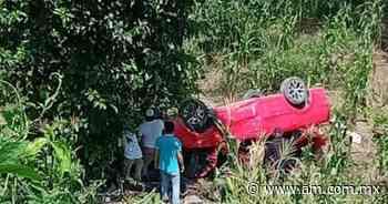 Cae conductora a barranco en San Felipe Orizatlán - Periódico AM