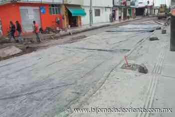 A marchas forzadas relamina Comuna avenida en Guadalupe Hidalgo y pavimenta otra en colonia La Luna - Puebla - La Jornada de Oriente