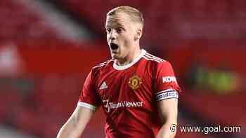 'Van de Beek looks lost' - Man Utd could 'cut their losses' on £35m midfielder, says Berbatov