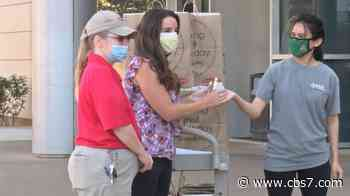Phi Theta Kappa Honor Society surprises Midland healthcare workers with meals - CBS7 News