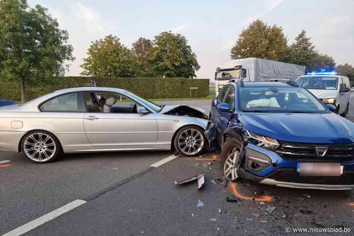 """Botsing stuurt verkeer in de war op Ruiseledesteenweg: """"Het is hier vaak prijs"""""""