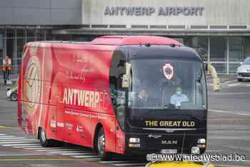 IN BEELD. Antwerp met 20 spelers vertrokken van Deurne naar Athene - Het Nieuwsblad
