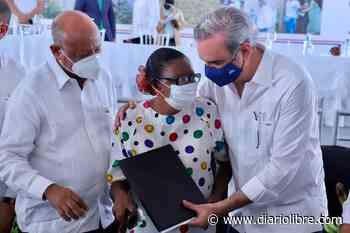 Presidente Abinader entrega 985 títulos de propiedad en Nigua, San Cristóbal - Diario Libre