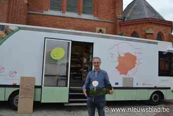 Dirk (53) is met zijn mobiele winkel Oleander nu ook in Belzele meer dan welkom