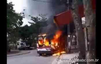 No Rio de Janeiro milicianos incendeiam vans - ABCdoABC