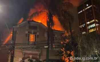 Vídeo: Incêndio de grandes proporções atinge casa em Botafogo - O Dia