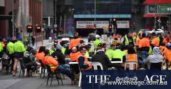 Melbourne tradies take 'smoko' on main roads in protest over tearoom ban