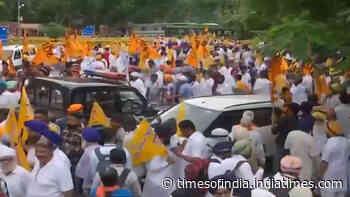 Akali Dal supporters hold protest at Gurudwara Rakab Ganj Sahib over farm laws