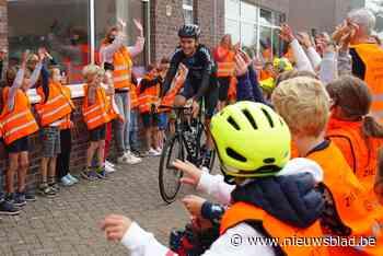 WK of niet: Tiesj Benoot maakt tijd voor school in Drongen en opent fietsenstalling
