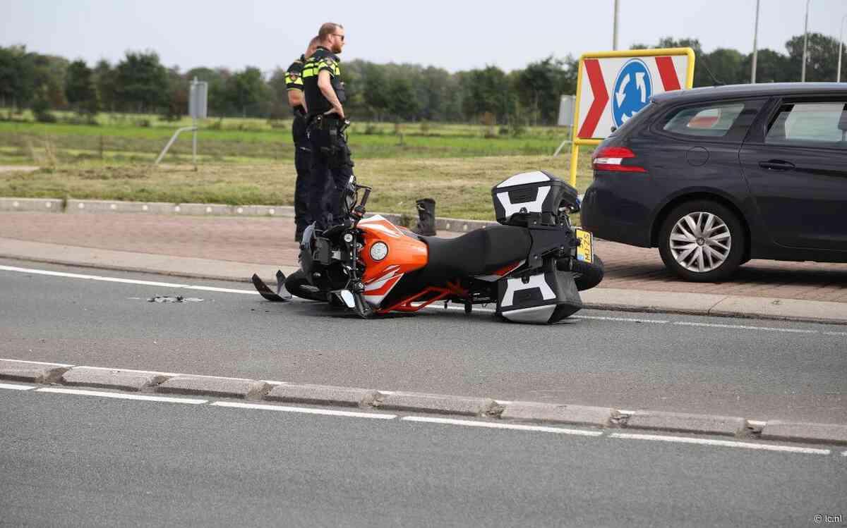 Motorrijder gewond bij aanrijding met auto op rotonde N356 bij Nijega - Leeuwarder Courant