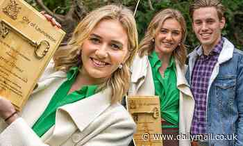 Olympic gold medallist Ariarne Titmus, 21, receives the key to the City of Launceston after Tokyo