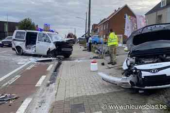 Twee gewonden naar ziekenhuis gevoerd na zware klap in Nieuwerkerken - Het Nieuwsblad