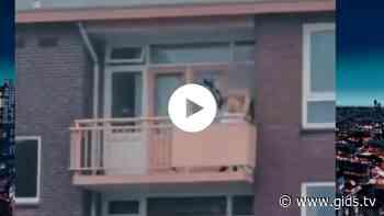 Video: man met kruisboog op balkon Almelo, schoten gelost - Gids.tv