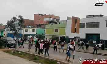 Barristas de Alianza Lima se enfrentaron en exteriores de Matute - ATV.pe