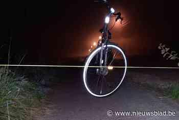 Onbekend individu spant touw op fietspad