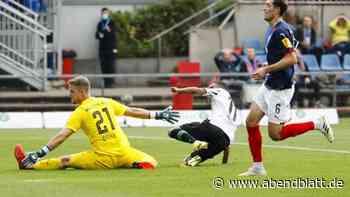 Fußball: Holstein chancenlos: Zehn Kieler verlieren 0:3 gegen H96