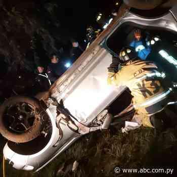 Alta velocidad: jóvenes mueren en accidente en Villarrica - ABC Color