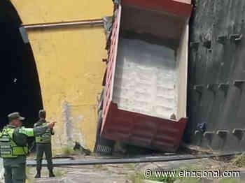 [VIDEO] Camión chocó contra el túnel de Turumo sentido Guarenas - El Nacional
