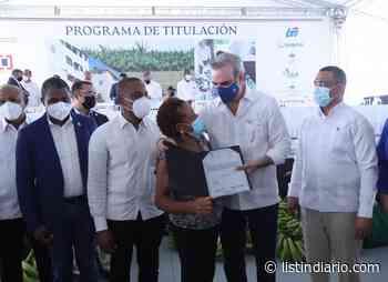 Presidente entrega 985 títulos a familias de San Cristóbal - Listín Diario