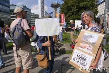 """300 """"vaccin-critici"""" betogen voor gebouwen VTM en VRT - Gazet van Antwerpen"""