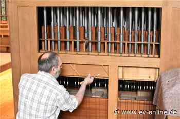 Orgelbauer zieht alle Register