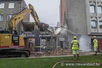 Nu is het echt begonnen: eerste gevel gesloopt voor bouw nieuw stadhuis - Het Nieuwsblad