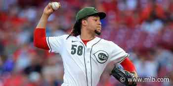 Rojos vencen a Dodgers con 10 K de Castillo - MLB.com