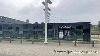 'Zonder bank grijp je mis.' Ouderen balen van dichte Rabobank - IJmuider Courant