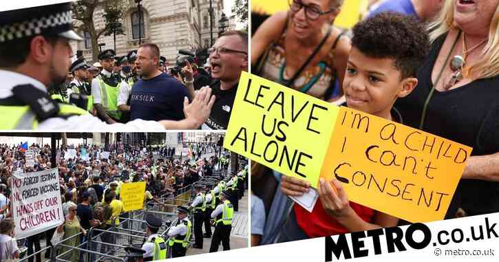 Anti-vax mob hurls red paint at Downing Street and chants 'arrest Boris'