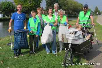 Wijkverenigingen vegen samen kanaaloevers schoon: 200 kg zwerfvuil afgevoerd